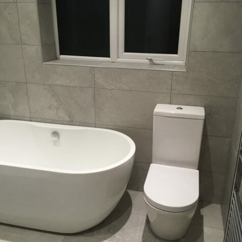 Free Standing Bath & Soft Close Toilet