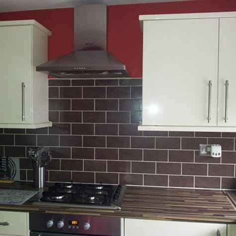 Fitted Kitchen with Tiled Splashback & Extractor Fan