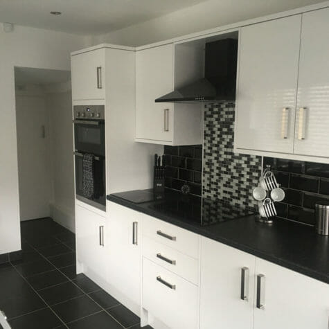 White Gloss Kitchen with Slate Tiles - Durham